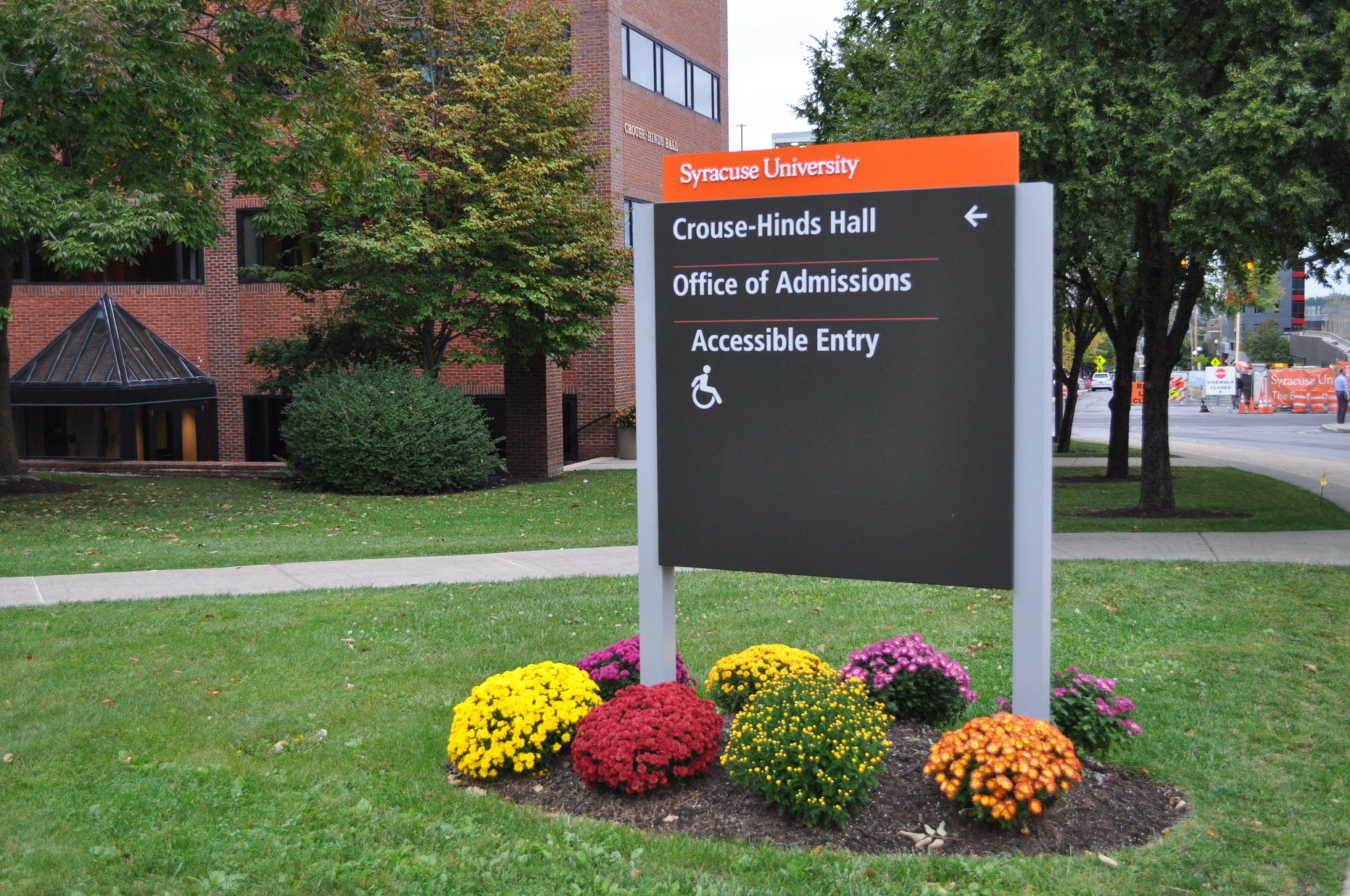 Syracuse University exterior wayfinding sign
